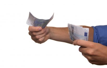 Convivenza: le somme sproporzionate alle condizioni della famiglia di fatto ricevute da un convivente devono essere restituite